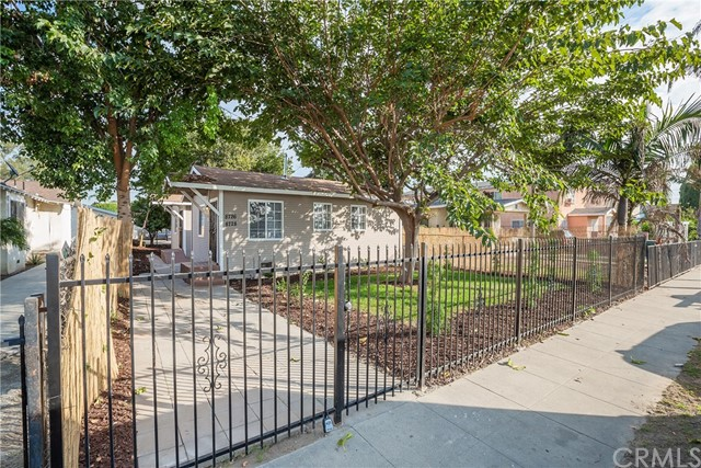 8726 Grape Street, Los Angeles, CA 90002