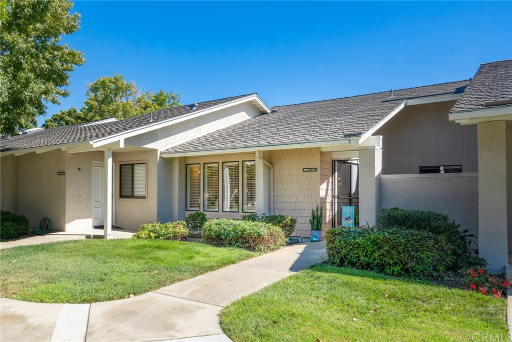 8933     Modesto Circle   1212-D, Huntington Beach CA 92646