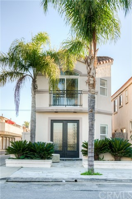 222 Rochester Avenue, Huntington Beach, CA 92648