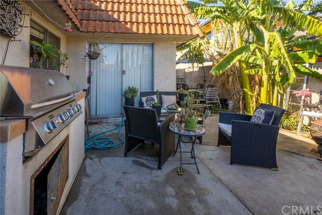 Unit A: Backyard with built in BBQ