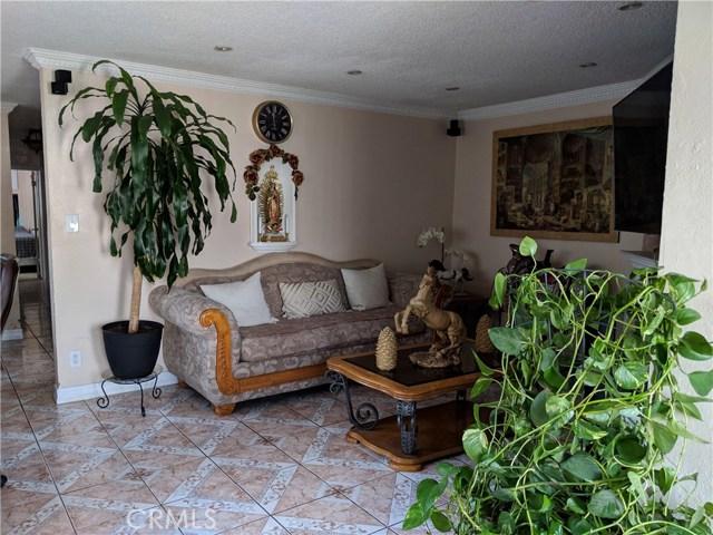 2330 W Arlington Street, Long Beach, CA 90810