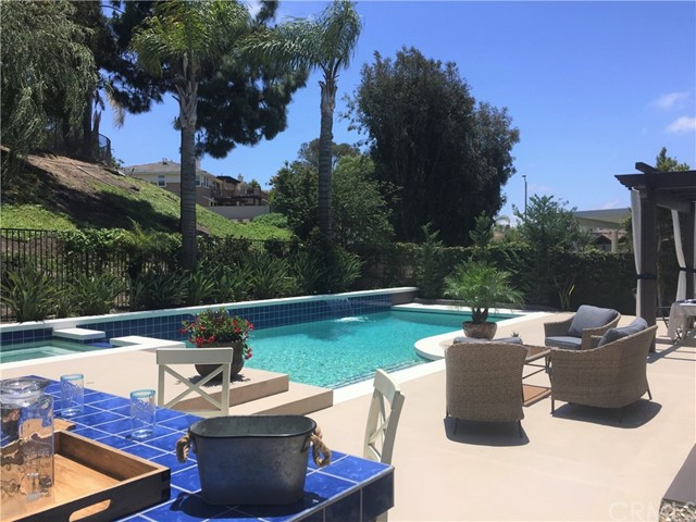 24 Hillside Drive, Rancho Santa Margarita, CA 92688