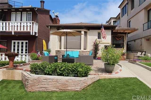 229 8th Street, Manhattan Beach, California 90266, 4 Bedrooms Bedrooms, ,2 BathroomsBathrooms,For Sale,8th,SW17200562