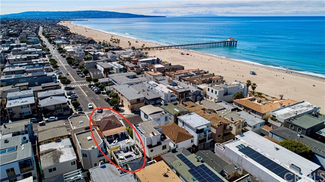 Prime Downtown Manhattan Beach location, this well maintained triplex is situated on 15th Street where Manhattan Avenue ends. Only steps to the beach, restaurants, shops and the famous MB Pier! Incredible large back deck for entertaining and sun bathing. Situated on a full street to alley lot. Hard to find this type of property, a unique opportunity! Check out the attached video next to map.