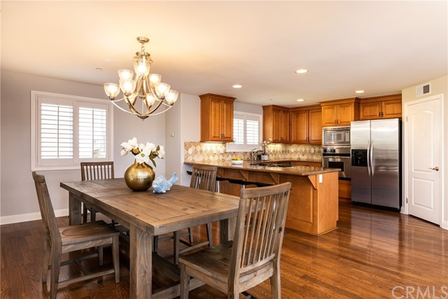 Easy entertaining with the dining area next to the kitchen