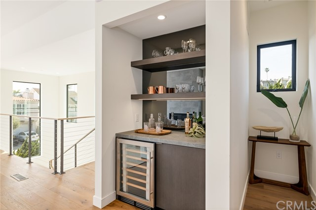 Built in service bar and wine storage (shown here using reverse of 961 Unit A staging)