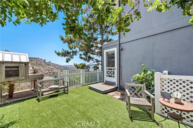 27. 2455 Temple Hills Drive Laguna Beach, CA 92651