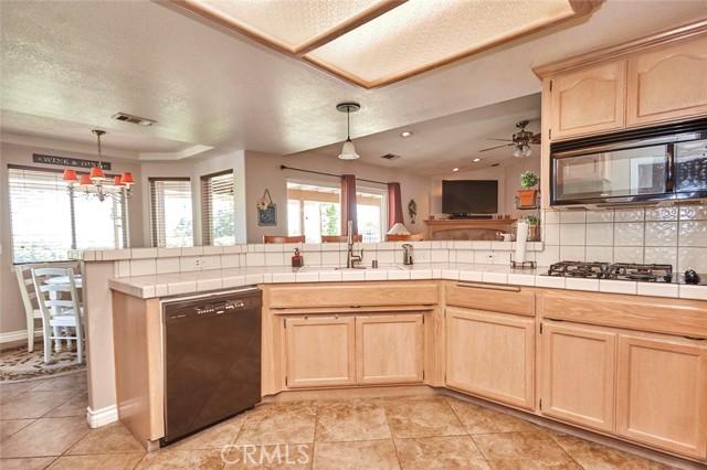 10224 Whitehaven St, Oak Hills, CA 92344 Photo 16