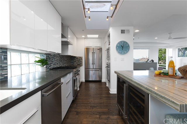 Kitchen, includes full suite of Viking appliances