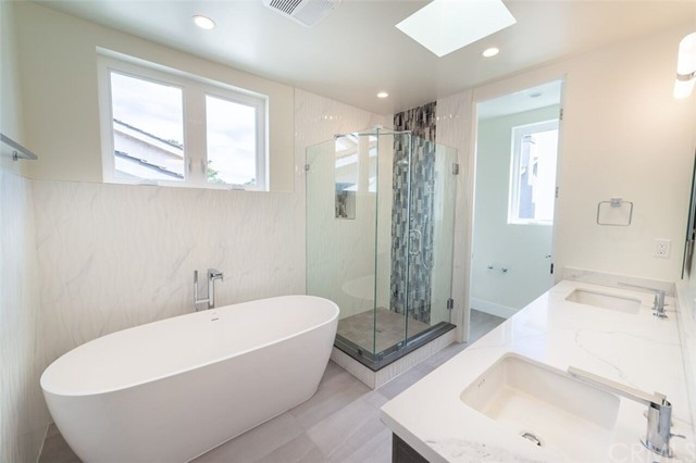 2311 Voorhees Avenue, Redondo Beach, California 90278, 4 Bedrooms Bedrooms, ,4 BathroomsBathrooms,Townhouse,For Sale,Voorhees,SB19035921