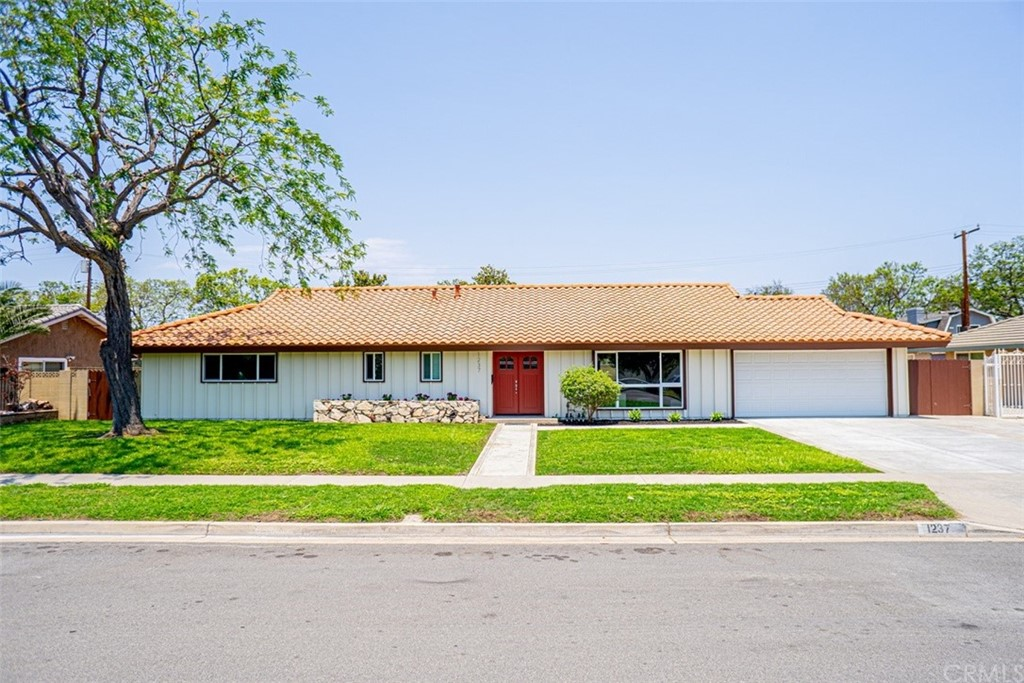 1237   W Eisner Place, Anaheim CA 92801