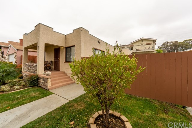 2330 Cerritos Avenue, Signal Hill, CA 90755