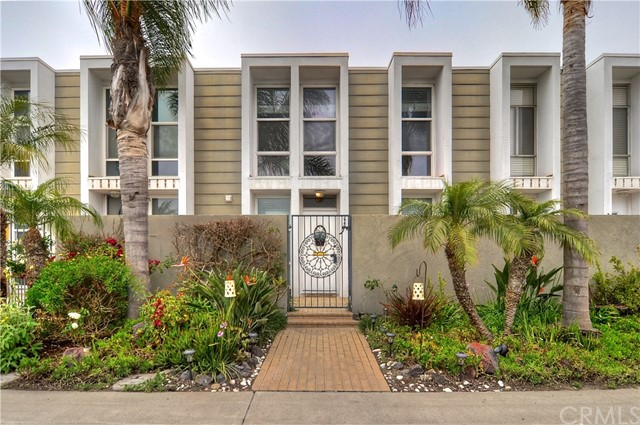 3989  Warner Avenue, Huntington Beach, California