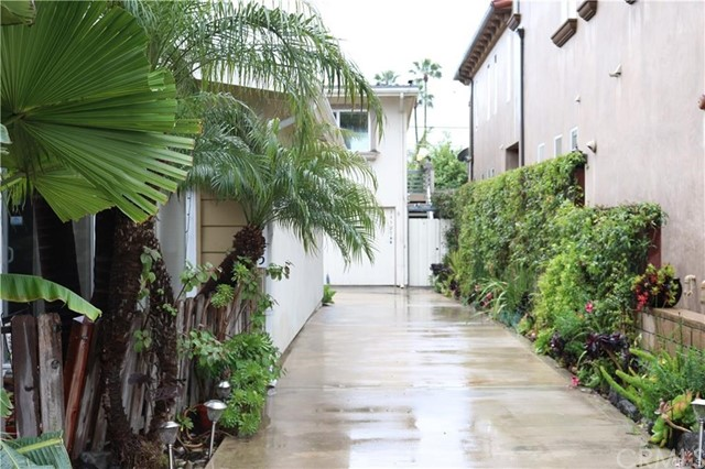 Gorgeous upper end unit in Capo beach one street behind Camino Capistrano! Gorgeous woodwork, awesome living area and a large balcony too! Feel the ocean breezes! 2 beds 1 bath, High Wood ceilings! and Lots of light.