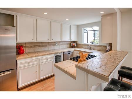 116 Broadway D, Redondo Beach, California 90277, 2 Bedrooms Bedrooms, ,2 BathroomsBathrooms,For Rent,Broadway,SB18213864