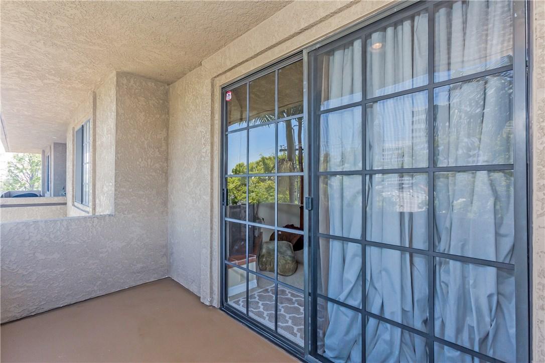 221 S Oak Knoll Av, Pasadena, CA 91101 Photo 28