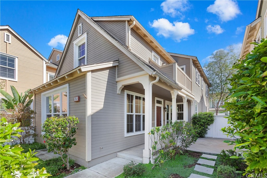 Great single family detached home fronting to a wonderful park! White picket fence gives this home charming curb appeal. Interior & exterior paint is in excellent condition, low maintenance landscaping has been totally renewed.  Upgraded throughout with Euro 18' Italian tile flooring and neutral carpet. The fully appointed gourmet kitchen features Caesar stone counter tops, stainless steel appliances and more. This wonderful home features jacuzzi tub, decorator lighting, French doors, decorator ceiling fans, wood blinds and more. Spacious family room features a cozy fireplace and convenient media niche. Enjoy the private court yard entry and upstairs balcony. Conveniently located within close proximity to 3 parks, a community pool, & lushly landscaped common areas and hiking trails. Conveniently located close to Ladera's desirable and sought after schools. Enjoy the Ladera Ranch lifestyle with numerous parks, children's water park, and concerts/seasonal festivals.