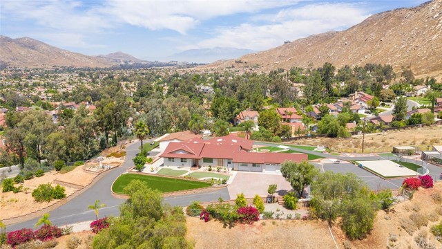 10374 Lake Summit Drive, Moreno Valley, CA 92557