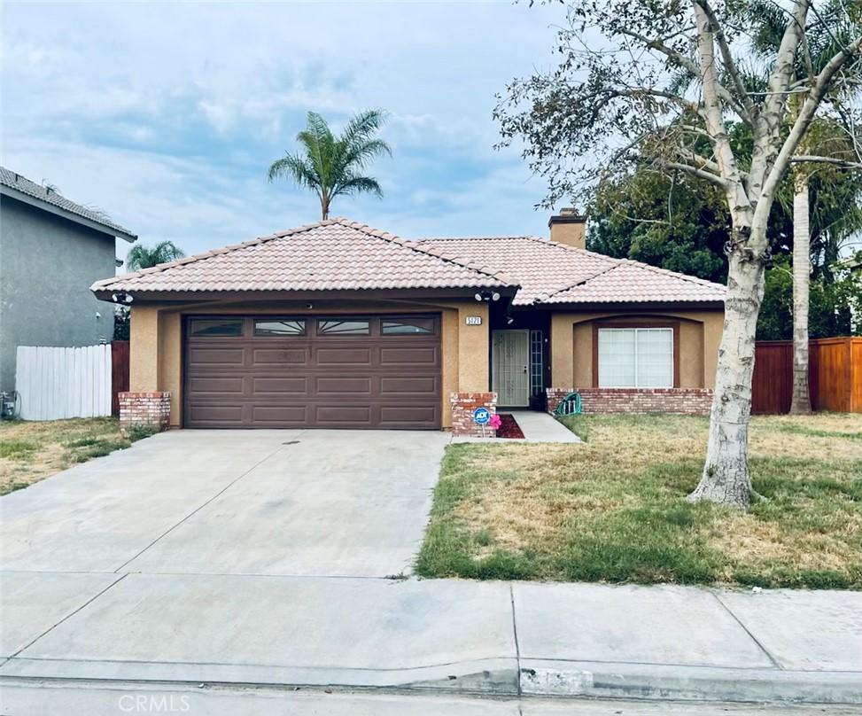 5121     Sierra Cross Way, Riverside CA 92509
