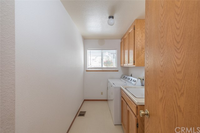 Laundryroom with sink area.