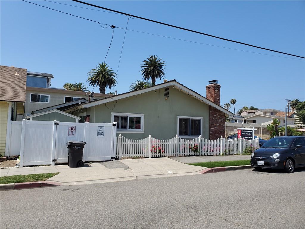 7. 226 8th Street Huntington Beach, CA 92648