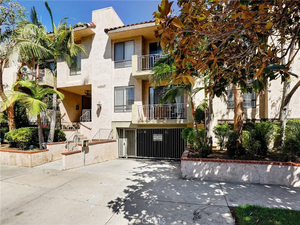 14247     Riverside Drive   204, Sherman Oaks CA 91423