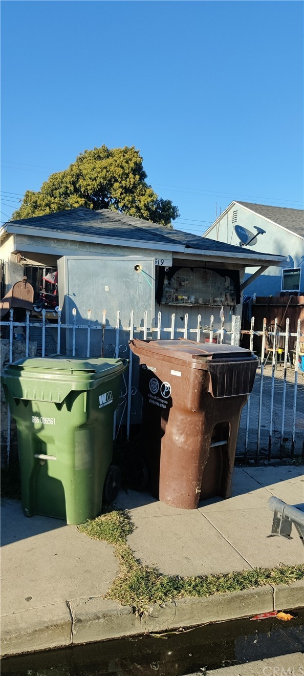 Photo of 519 W Cressey Street, Compton, CA 90222