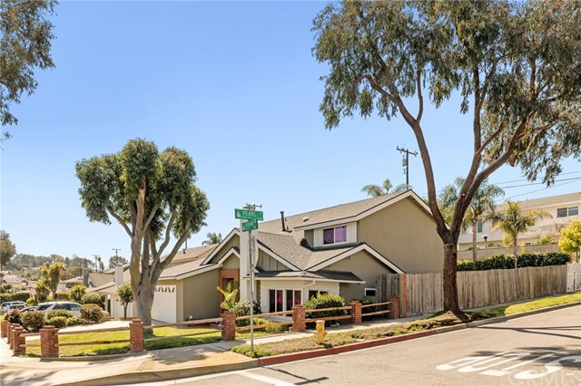 501 Susana Avenue, Redondo Beach, California 90277, 4 Bedrooms Bedrooms, ,1 BathroomBathrooms,For Sale,Susana,SB21035747