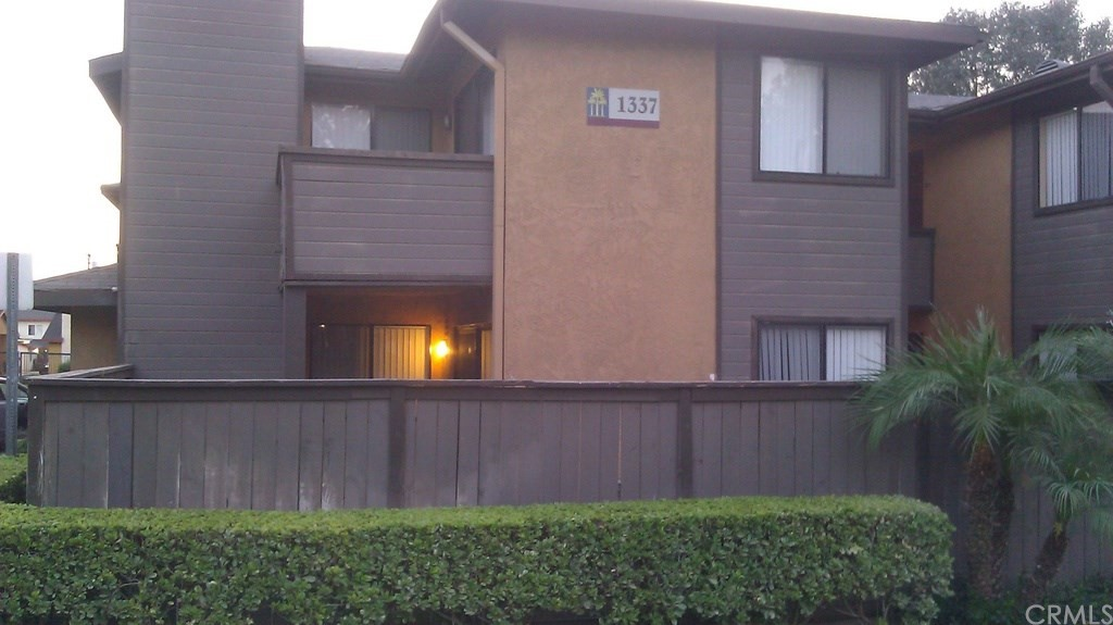 1br/1ba condo with fenced backyard. Includes detached enclosed one car garage. Pet friendly complex. Located close to UC Riverside campus (1.3 miles). In a gated complex with a security guard, laundry rooms, pool, hot tub, and fitness room.