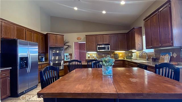7852 Braceo, Oak Hills, CA 92344 Photo 9