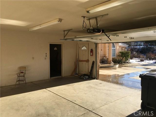 9865 Desmond Dr, Oak Hills, CA 92344 Photo 4