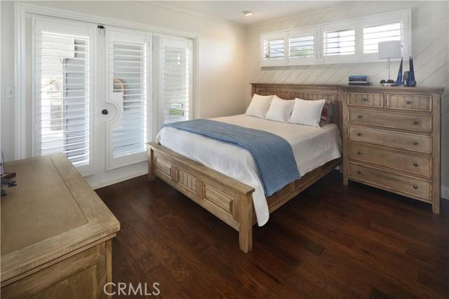 22. 2455 Temple Hills Drive Laguna Beach, CA 92651