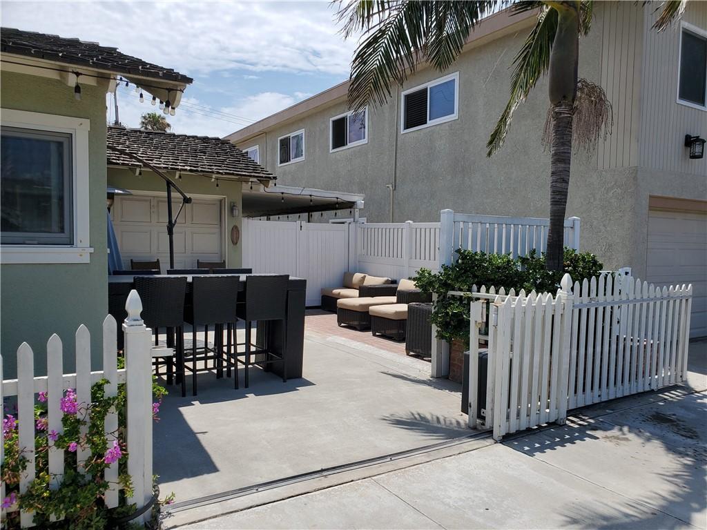 8. 226 8th Street Huntington Beach, CA 92648
