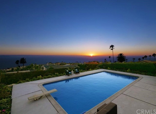 This house has the views that you're dying for :)