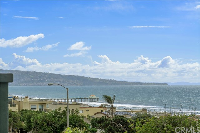 300 28th Street 1, Manhattan Beach, California 90266, 3 Bedrooms Bedrooms, ,3 BathroomsBathrooms,For Sale,28th,SB19055212
