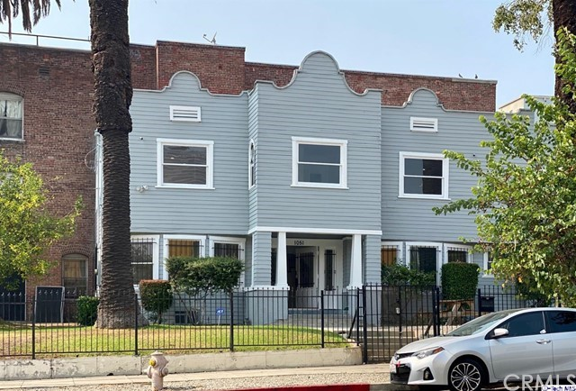 House for Lease...Minutes away from Staples Center and downtown LA.   A beautiful historical craftsman 4 bedroom house 2.5 Bath . all bedroom in second floor all hardwood floor totally paint and remodel .   Available for year lease.