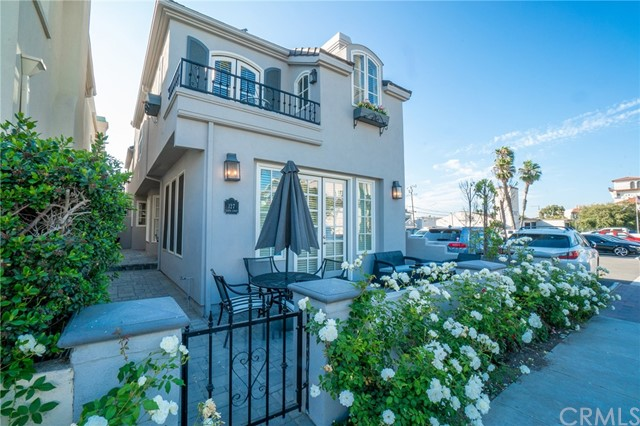 127 8th, Seal Beach, California 90740, 4 Bedrooms Bedrooms, ,3 BathroomsBathrooms,Single family residence,For Lease,8th,PW21072555