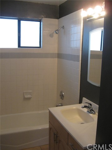 113 27th Street B, Manhattan Beach, California 90266, 2 Bedrooms Bedrooms, ,2 BathroomsBathrooms,For Rent,27th,SB19077631
