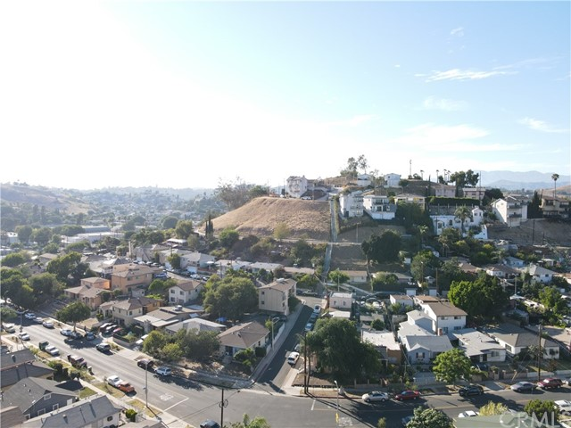 25. 2533 Lombardy Boulevard Los Angeles, CA 90032