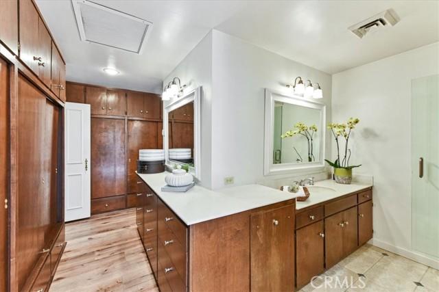 29. 566 W 11th Street Claremont, CA 91711