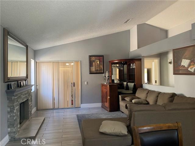 11473 Homewood Place, Fontana CA: https://media.crmls.org/medias/2e23f2e4-65b9-43c5-9a06-50cdf0c1467c.jpg