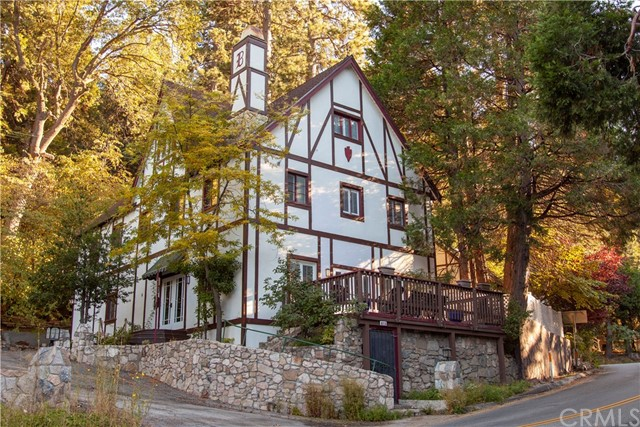 815 Arrowhead Villas Drive, Lake Arrowhead, CA 92352