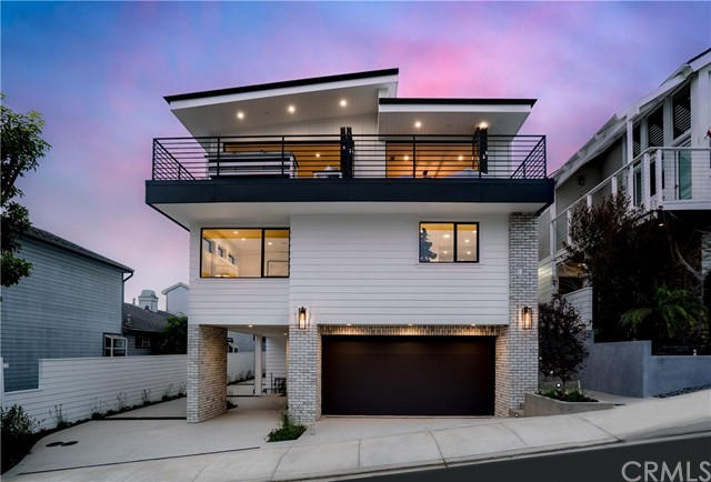 637 7th, Hermosa Beach, California 90254, 4 Bedrooms Bedrooms, ,4 BathroomsBathrooms,Townhouse,For Sale,7th,SB18281894