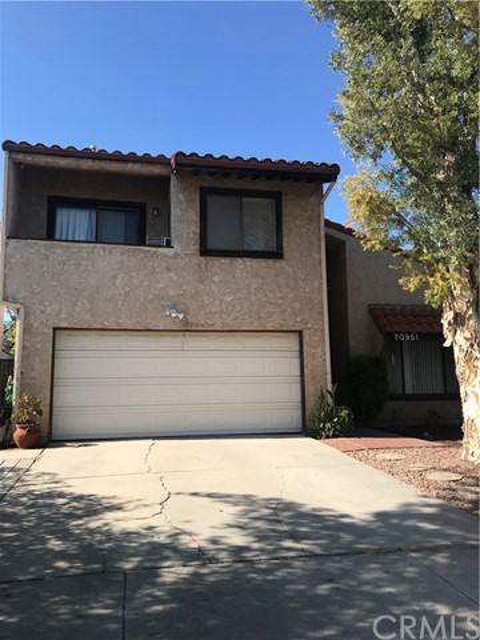 20951 Schoolcraft Street, Canoga Park, CA 91303