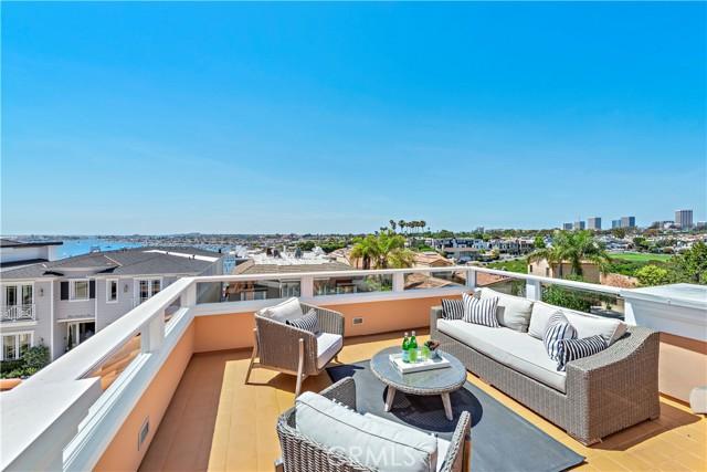 24. 302 Carnation Avenue Corona del Mar, CA 92625