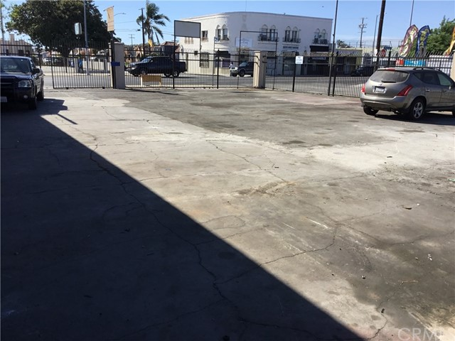 6556 S Western Avenue, Los Angeles, CA 90047