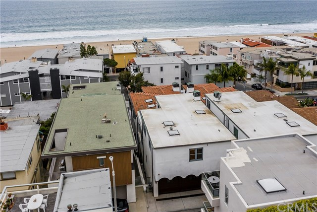 Home is located just four houses to one of the best beaches in Manhattan Beach!