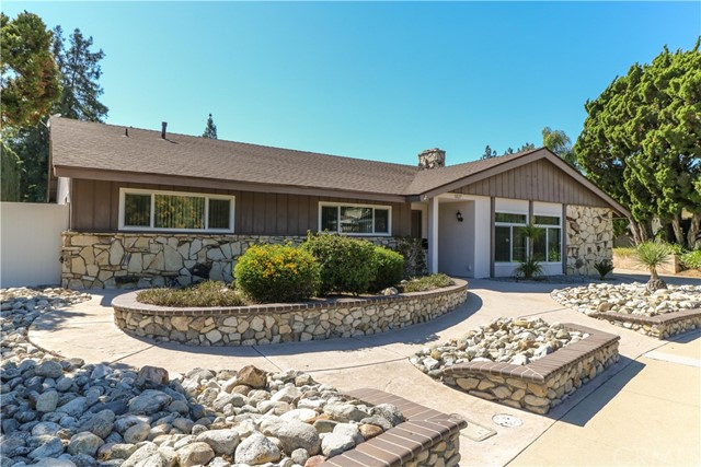 1827 Roanoke Road, Claremont, CA 91711