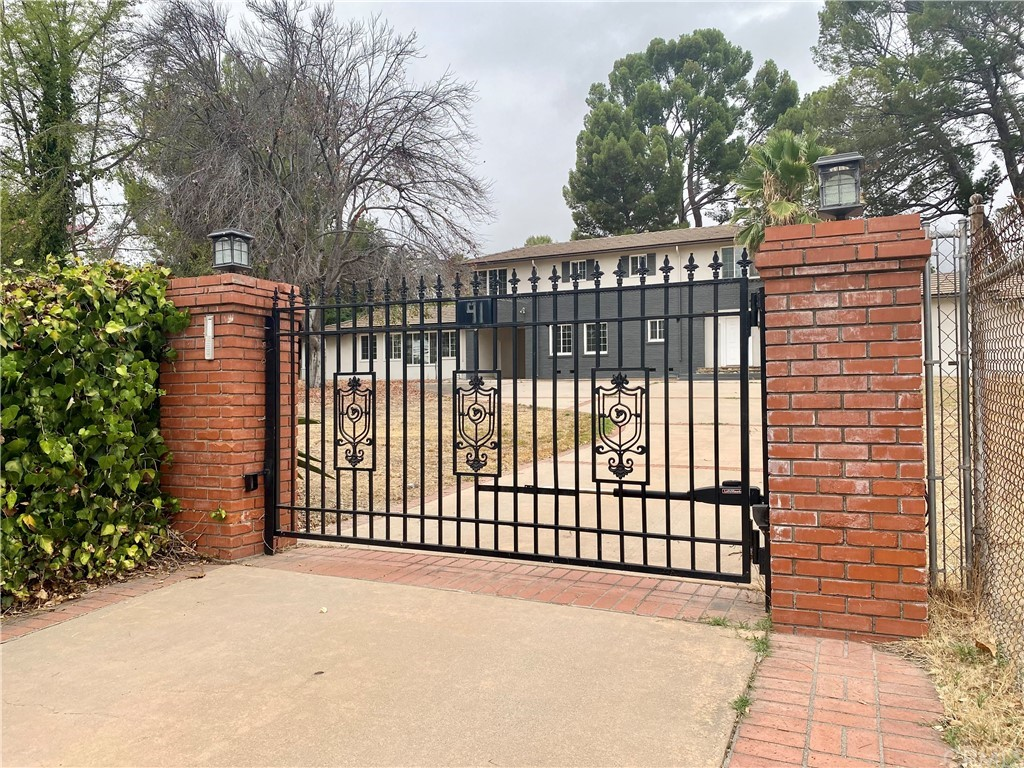 Photo of 91 E Orange Grove Avenue, Sierra Madre, CA 91024