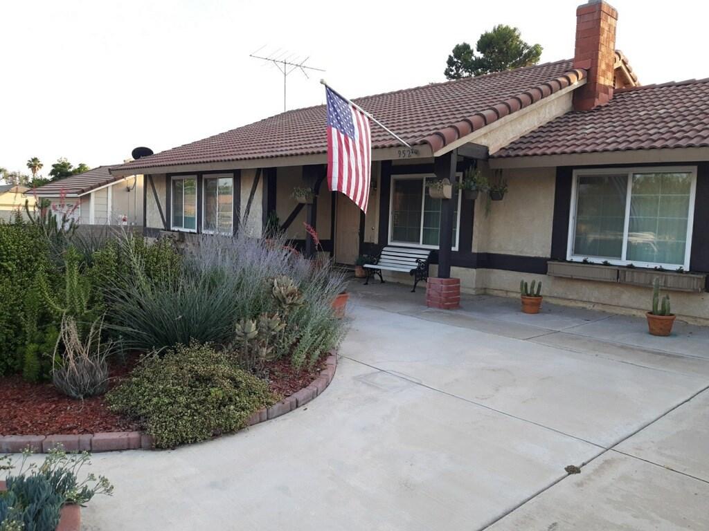 952 N Elmwood Avenue, Rialto, CA 92376